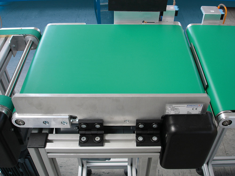 Transport conveyor with weighing unit